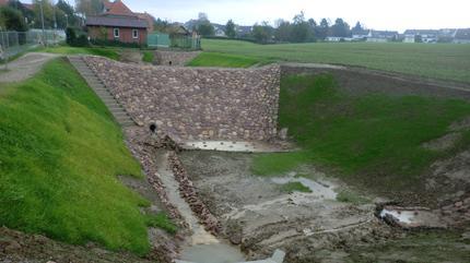 Herstellung von einem Hochwasserrückhaltebecken und zwei Regenrückhaltebecken am Linnebach, Detmold - hier: RRB 2