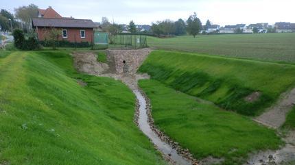 Herstellung von einem Hochwasserrückhaltebecken und zwei Regenrückhaltebecken am Linnebach, Detmold - hier: RRB 1