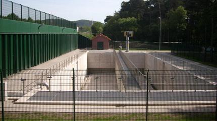 Stahlbetonbecken mit Stahlspundwand als Sicherung der angrenzenden BAB A2|Regenwasserbehandlungsanlage, Bielefeld-Sennestadt