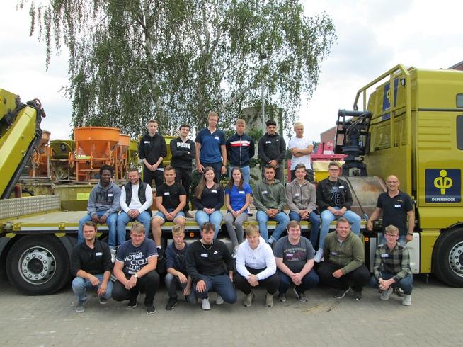 34 junge Menschen starten in die Welt des Bauens